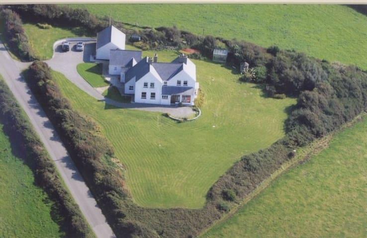 Moranedd - a beautiful family dwelling by the sea