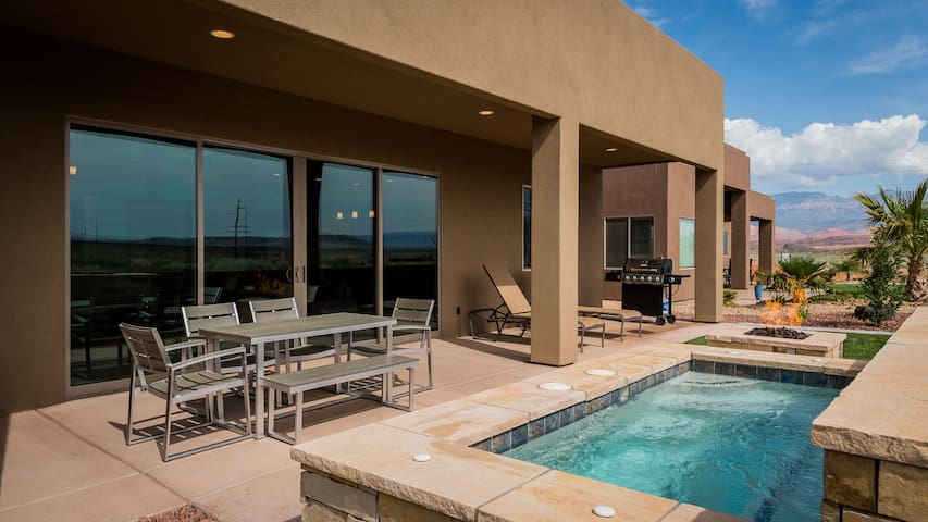 New 5 bedroom Sand Hollow Home w/Spa