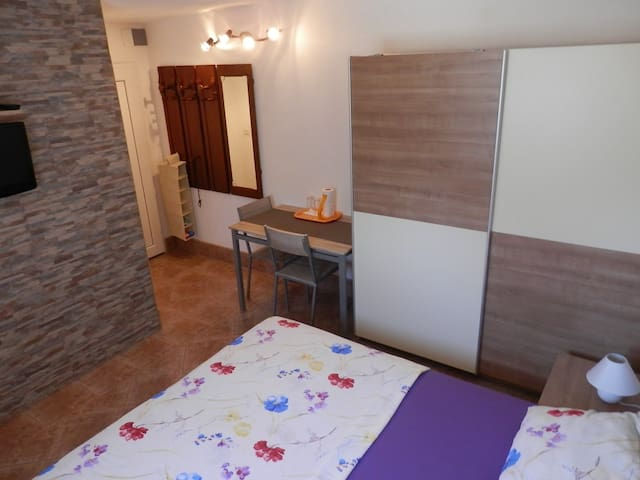 Apartments Tiho / Double Room S1