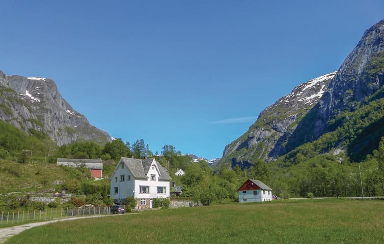 Holiday cottage with 5 bedrooms on 160 m² in Eidfjord