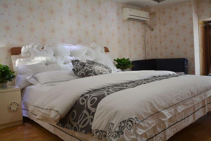 逸居阁公寓:市中心国际城跃层韵景阳光套房