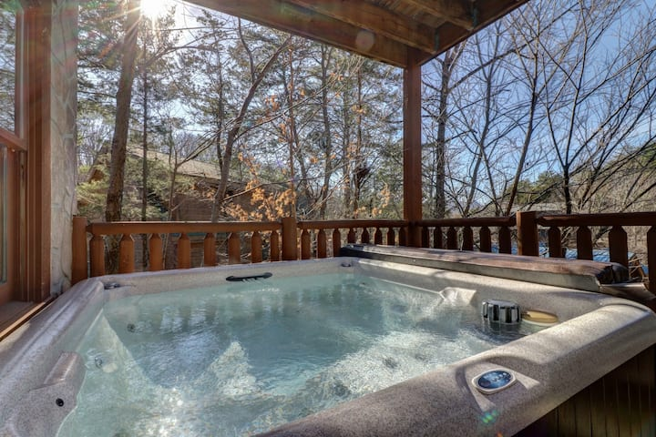 Three-story luxury cabin w/ private hot tub & shared seasonal pool