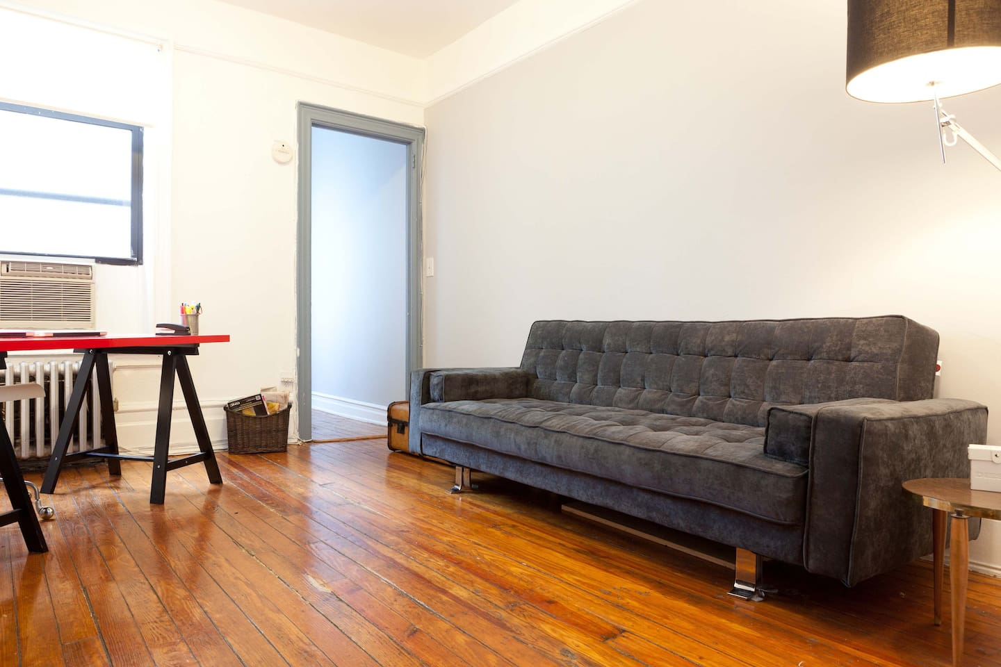 ASTORIA!! GREAT 1 BEDROOM APARTMENT