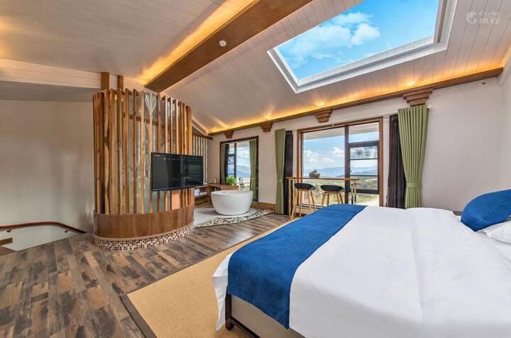玉龙雪山脚下 星空复式大床房 免费早餐 暖气 全自动天窗看星星 超美