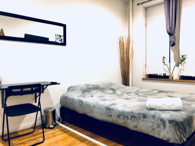 Location Location - Spacious Room in Time Square
