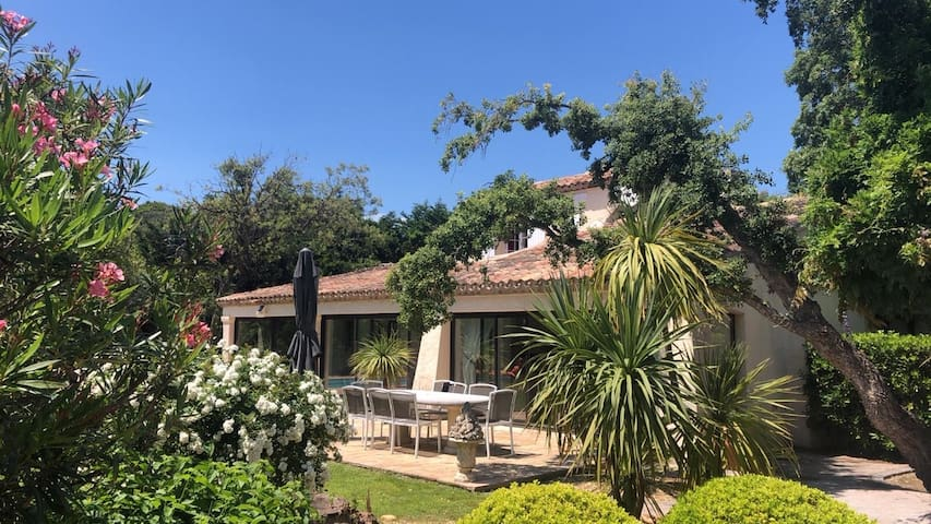 Villa piscine à 90M  plage Pampelonne et Club55