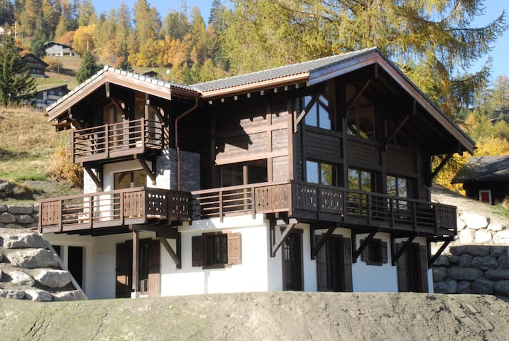 Beautiful chalet in La Tzoumaz, 12p - Riddes - Alpehytte