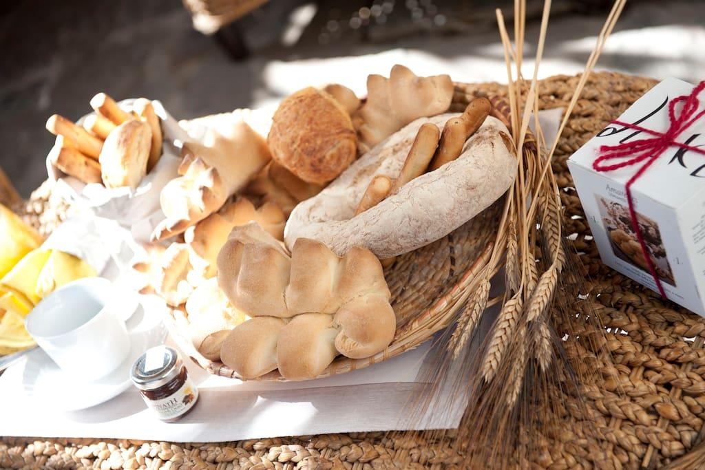 La colazione che offriamo ai ns ospiti, che varia da stagione in stagione e dalle esigenze dei ns ospiti...