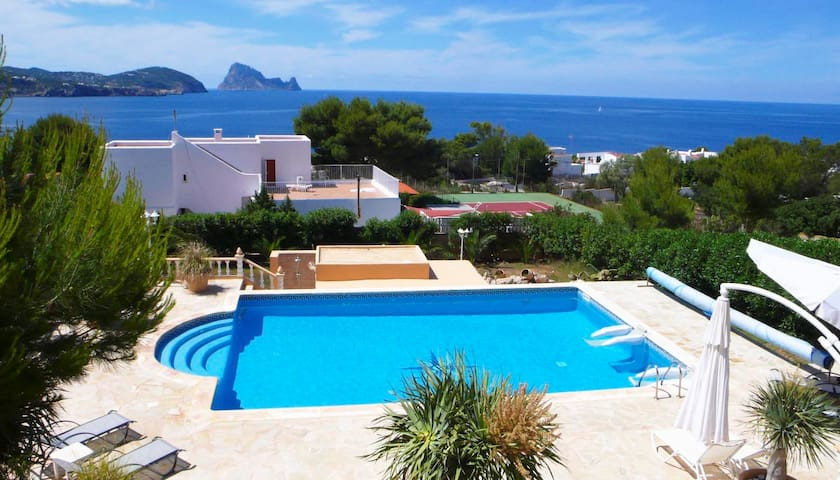 DELFIN, sea views, near the beach