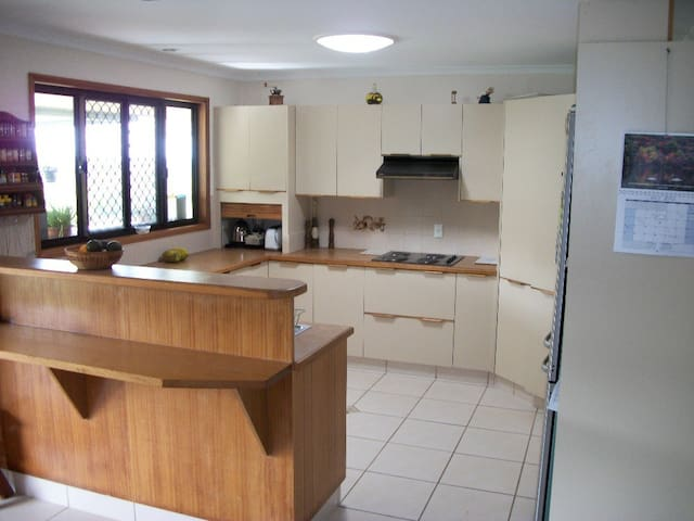 Beautiful Sunshine Coast-2 rooms available(1 of 2) - Nambour - Bed & Breakfast