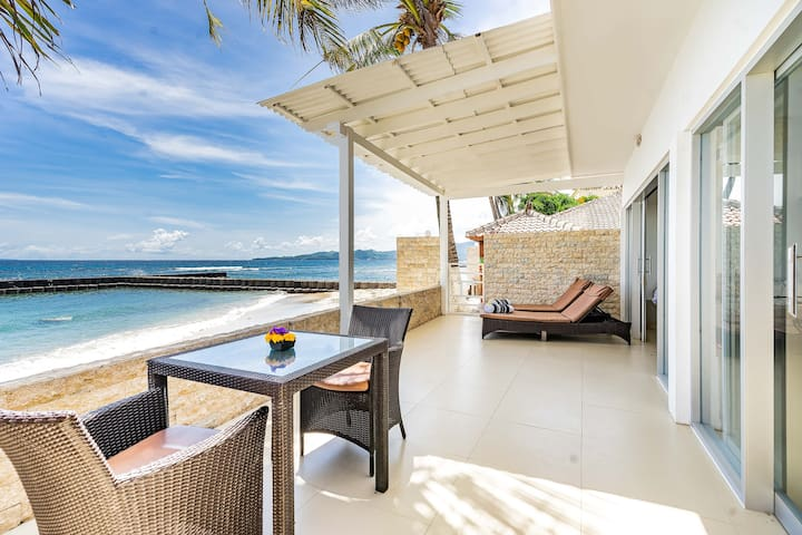 Villa Sea Spray Bali literally on the Ocean.....