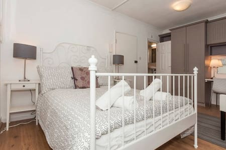 1B - Fabulous SOHO Studio Apartment - London - Apartment