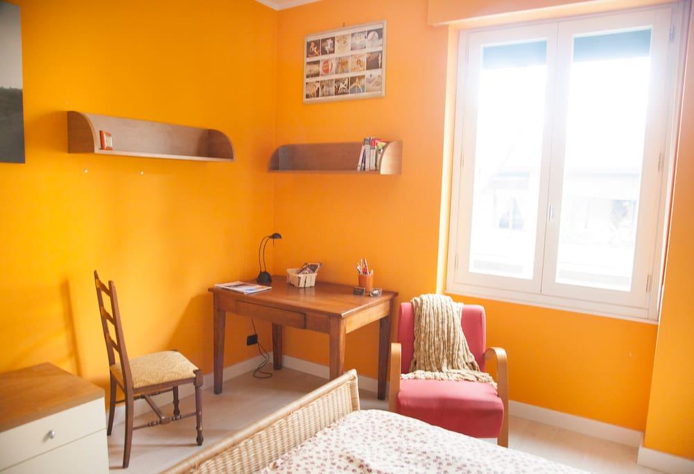 Double bed room desk corner