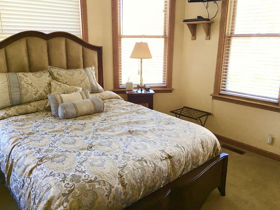 Mountain Magic room, with tempurpedic mattress and Mountain V=view