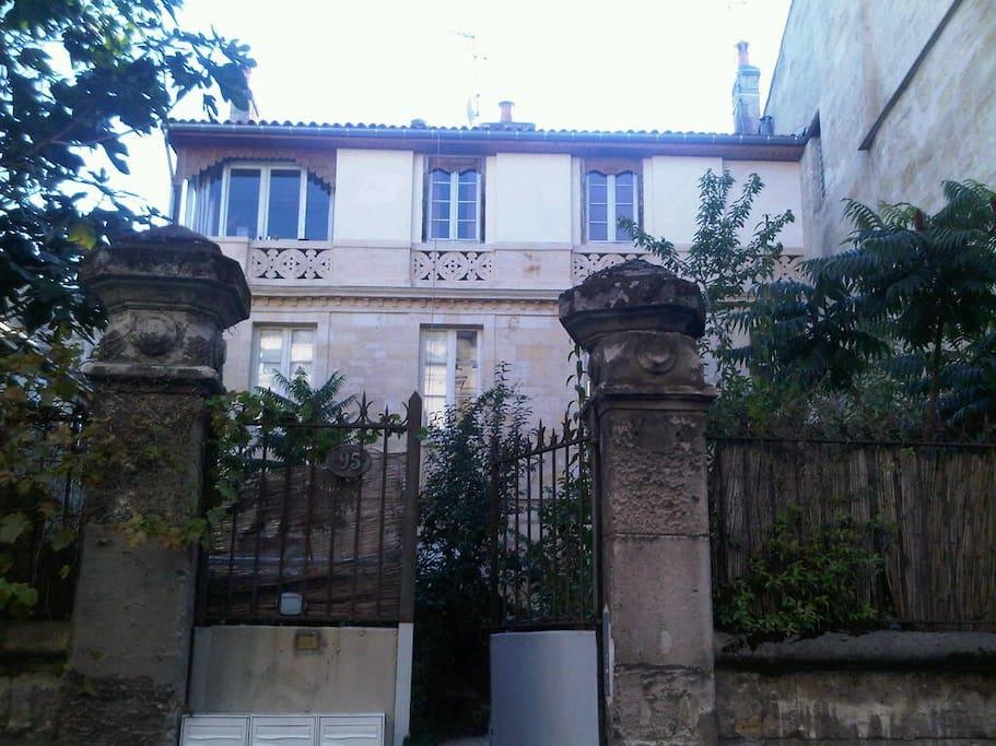 Appartement avec jardin et petit dej appartements for Location appartement avec jardin bordeaux