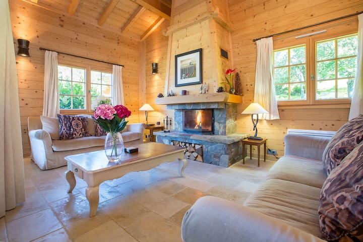 Chalet Iona. Luxury 5 bedroom chalet 10 mins drive from Morzine.