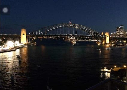 Bridge & Opera House view-2 Bedroom - McMahons Point, North Sydney