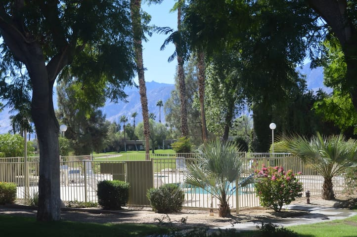 Endless Summer Townhome - Fairway Lake Views! Close to a Pool! On the 9h Hole of Lagos Course - By PADZU