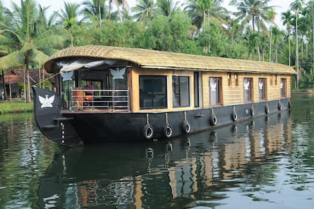 Angel house boats. Bedroom no 1