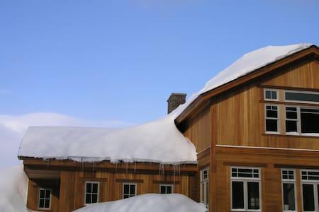 Meadow House Backcountry Residency - Waterbury Center - Bed & Breakfast