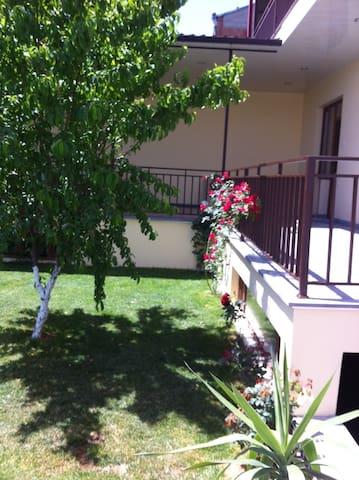 красивый дом с бассейном - Erivan - Ev