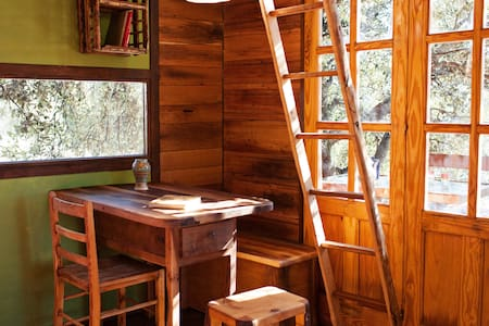 Fantastic treehut betwen old oaks  - Treehouse