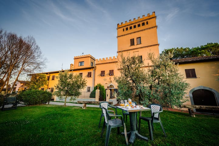 Romantic Tower with swimming pool - Empoli - Lägenhet
