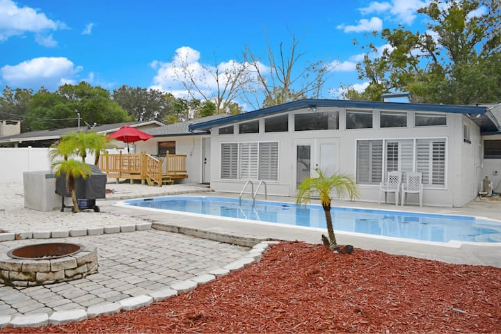 4 Bed Pool Home in the Heart or Orlando!