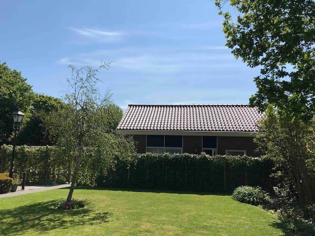 🍀☀️Domburg - huisje met groot windgeschut terras ☀️🍀