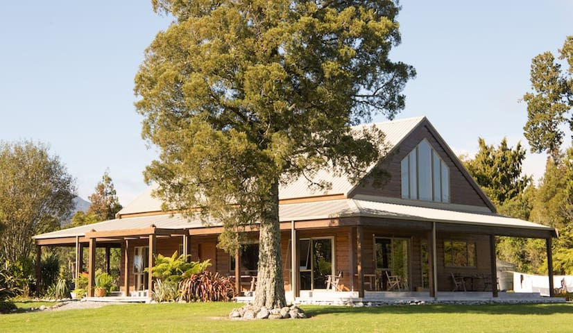 Kawhaka Lodge West Room