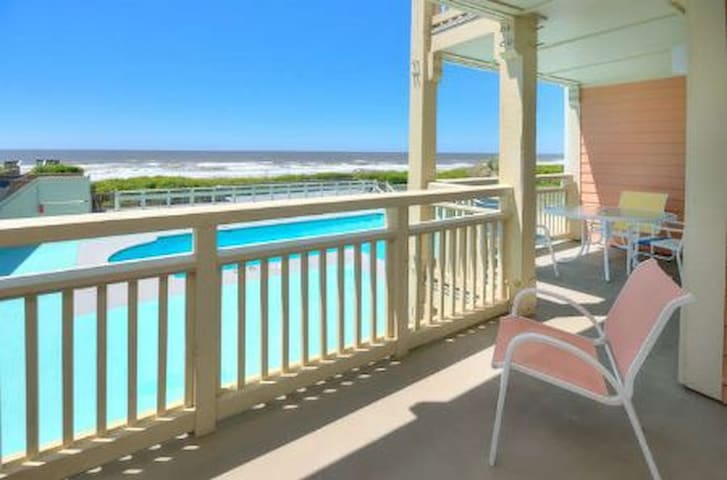 Oak Island Beach Villa 601-Oceanfront with POOL