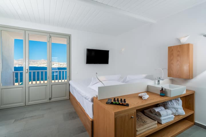 Dreambox 2 bedroom maisonette with pool