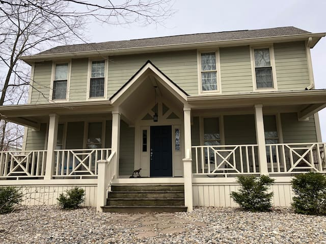 Hoffman Estates-Large  Home close to Grand Park!
