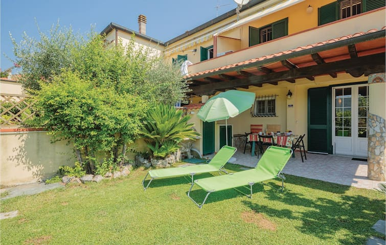 Terraced house with 3 bedrooms on 74m² in Ameglia