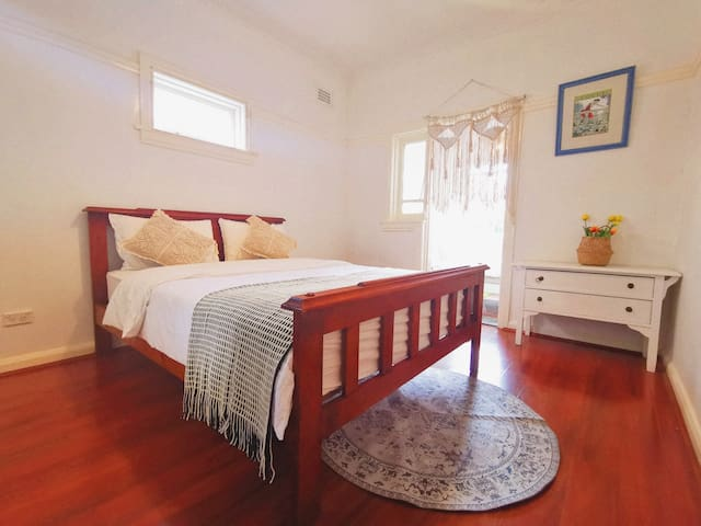 Spacious Private Room with a view of Burwood