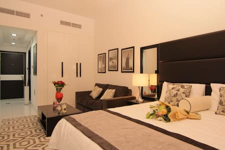 Luxury Furnished Studio Apartment @Roma (28)