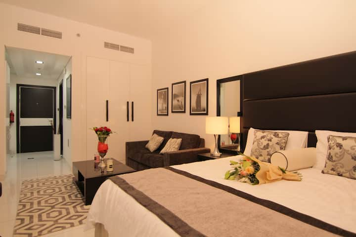 Luxury Furnished Studio Apartment @Roma (22)