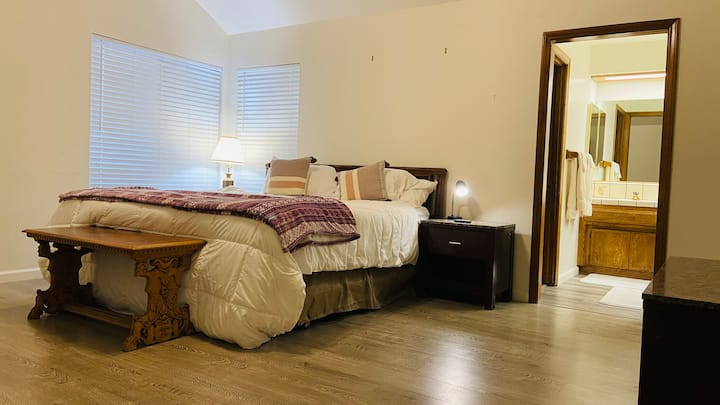 Private Master Bed and Bath Smart House - Lark