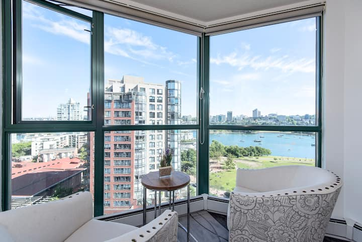 30 Day- Yaletown Central Waterview  3 Bedroom Pool