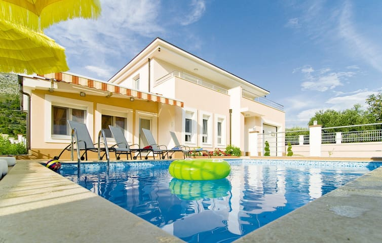 VILLA MILLA private pool, jacuzzi, sauna, gym - Srinjine - Vila