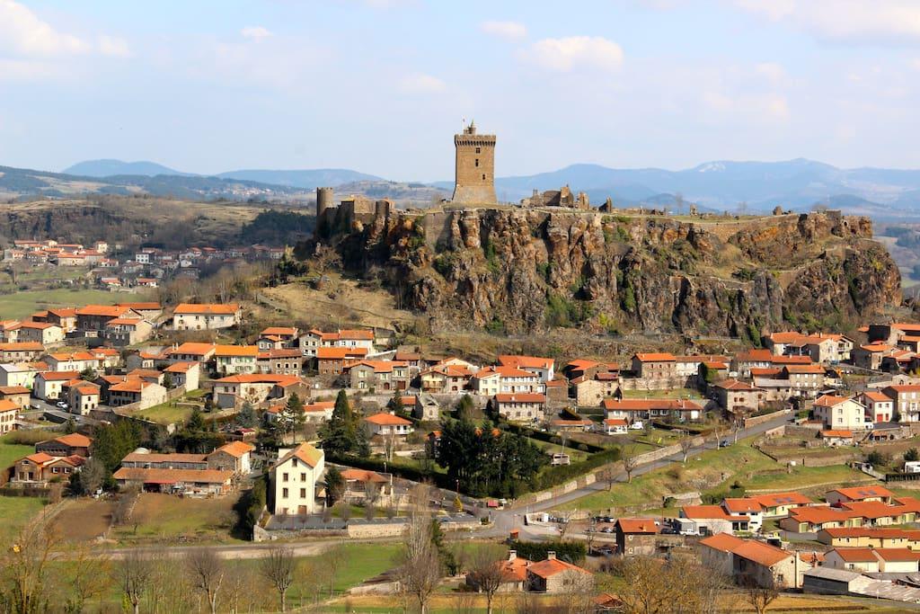 Le village de Polignac et sa forteresse