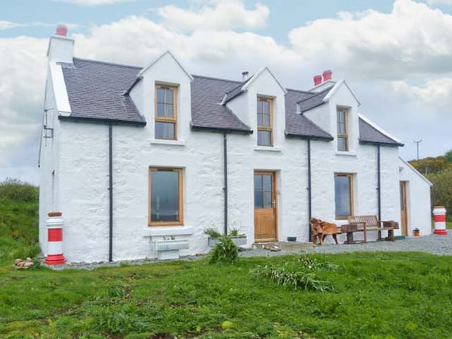RED CHIMNEYS COTTAGE, pet friendly in Dunvegan, Ref 912285