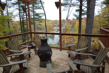 ASTOUNDING VIEWS! 3-STORY HOME ON CATSKILL CREEK! - Le Caire - Maison