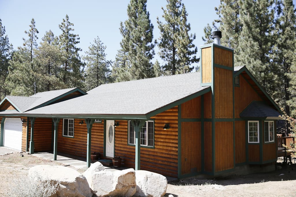 Big bear luxury cabin cable wifi bbq jacuzzi bth for Big bear cabins california