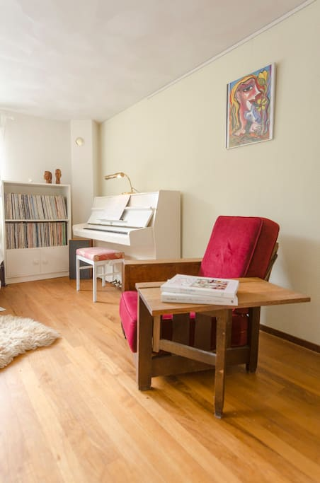 Equipped with a piano and authentic pick-up turntable with a wide selection of LP's, a rocking chair and a dining table