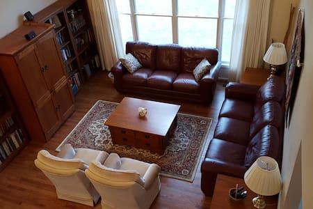 Quiet Retreat in UM Professor's Spacious Home - Ann Arbor