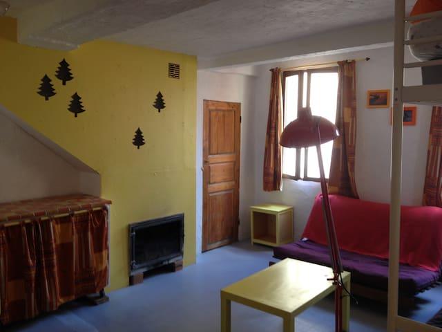 Studio centre village proche télépulsé