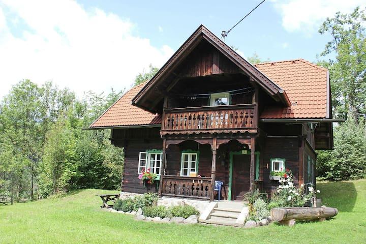 Histórico casa de vacaciones con vistas al prado en Gmünd