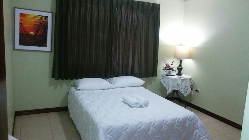 2 Mary's cozi guesthouse near Airport and wi fi