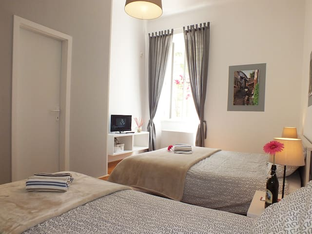 """Private room """"HUM"""" with bathroom in PULA CENTRE"""